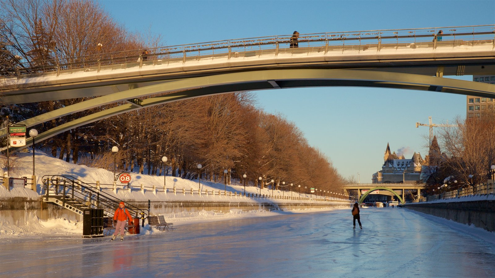 Ottawa que inclui uma ponte, neve e patinação no gelo