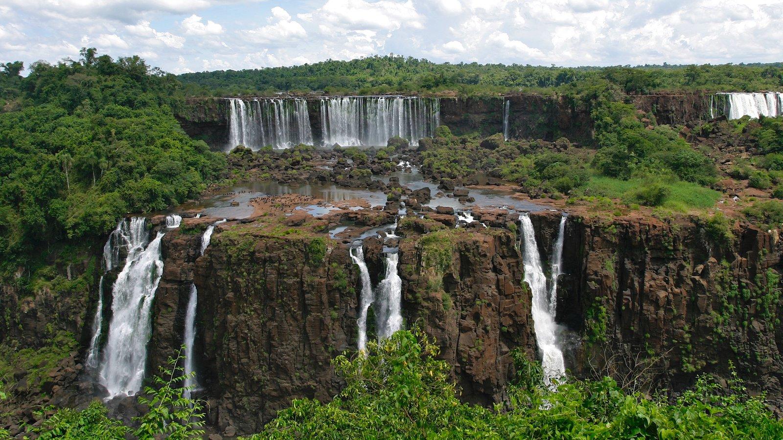 Região Sul caracterizando uma cachoeira e floresta tropical