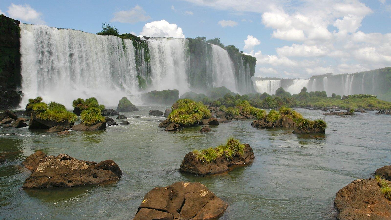 Região Sul que inclui um rio ou córrego e uma cascata