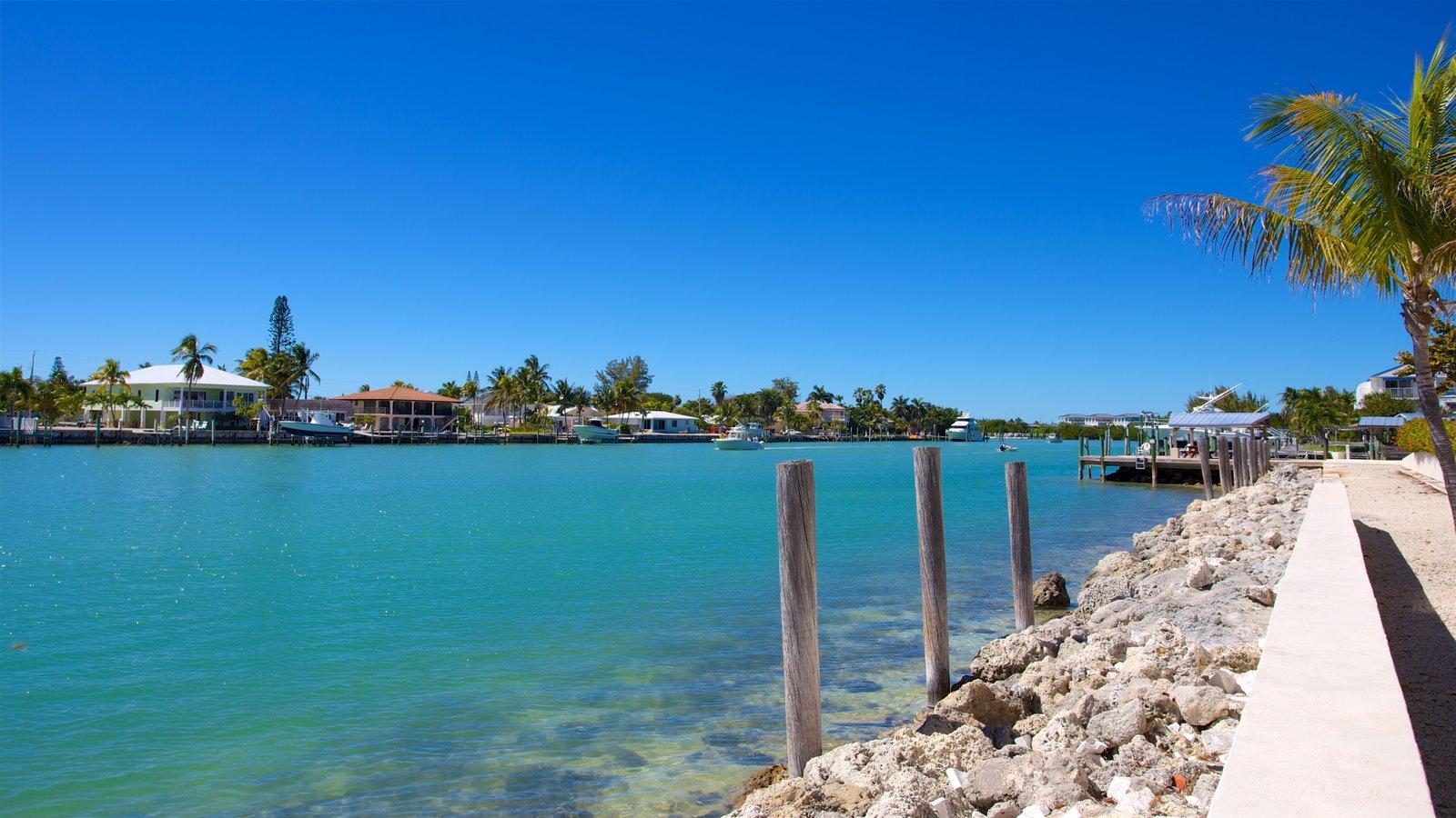 Sul da Flórida caracterizando uma baía ou porto e uma cidade litorânea