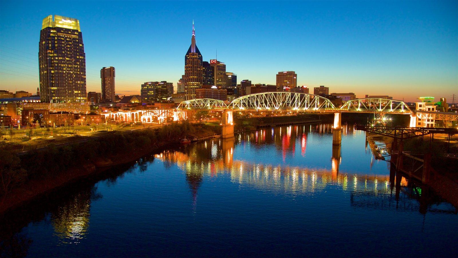 Nashville ofreciendo un río o arroyo, un puente y escenas nocturnas