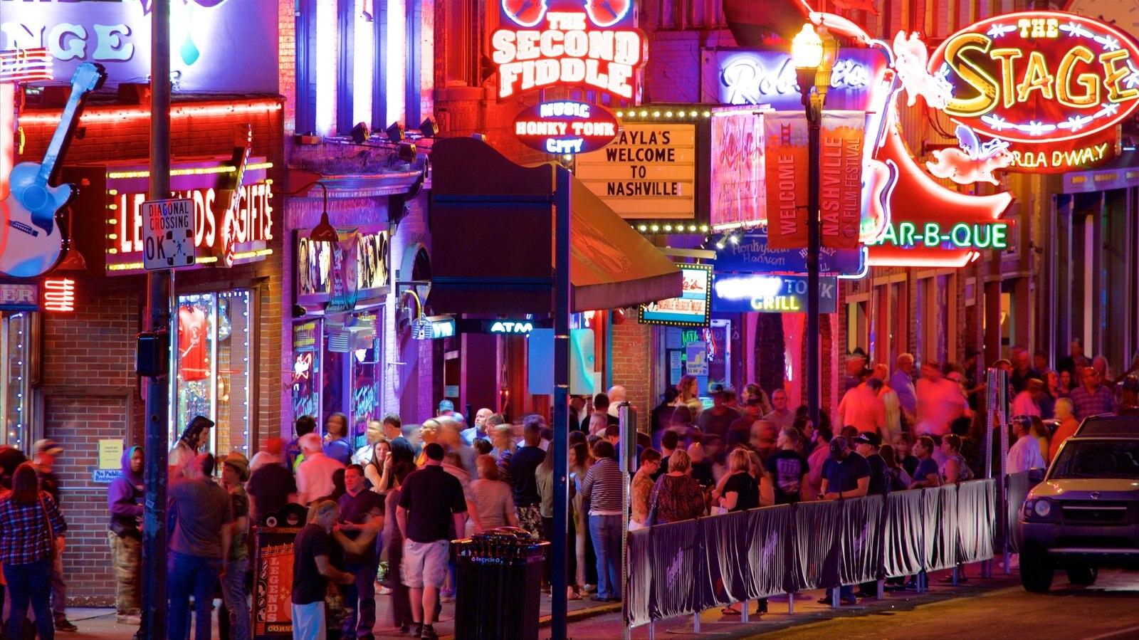 Nashville que incluye escenas nocturnas, vida nocturna y señalización