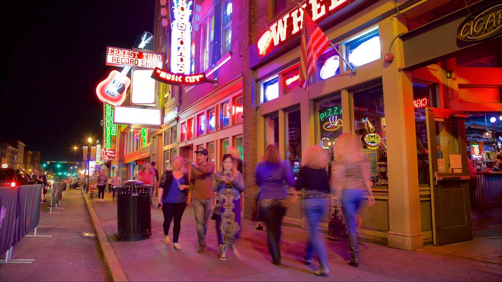 Universidad de Vanderbilt - Music Row mostrando vida nocturna, escenas nocturnas y señalización