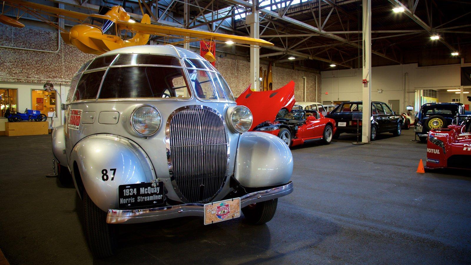 Lane Motor Museum mostrando vistas interiores