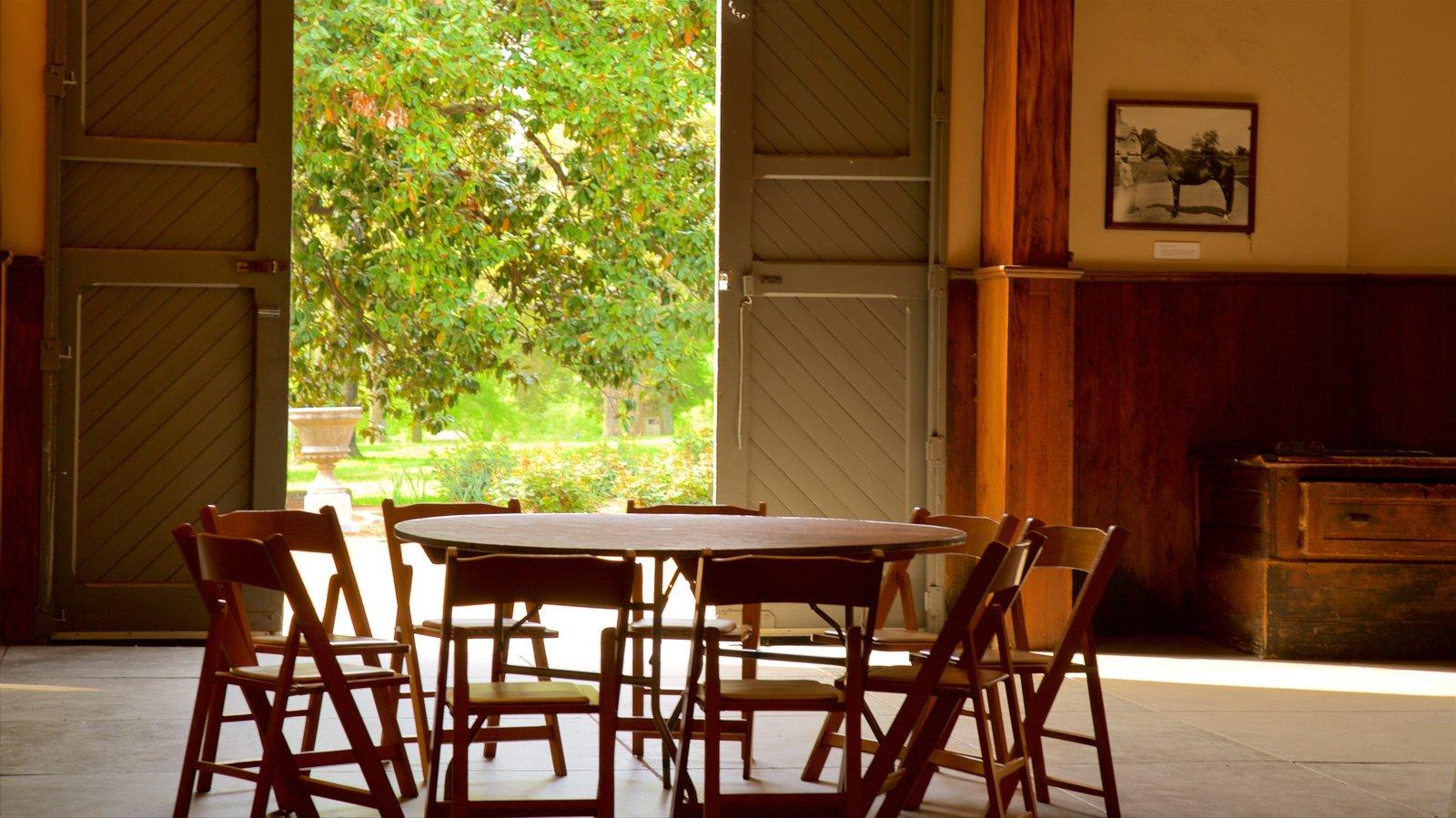 Belle Meade Plantation ofreciendo elementos del patrimonio y vistas interiores