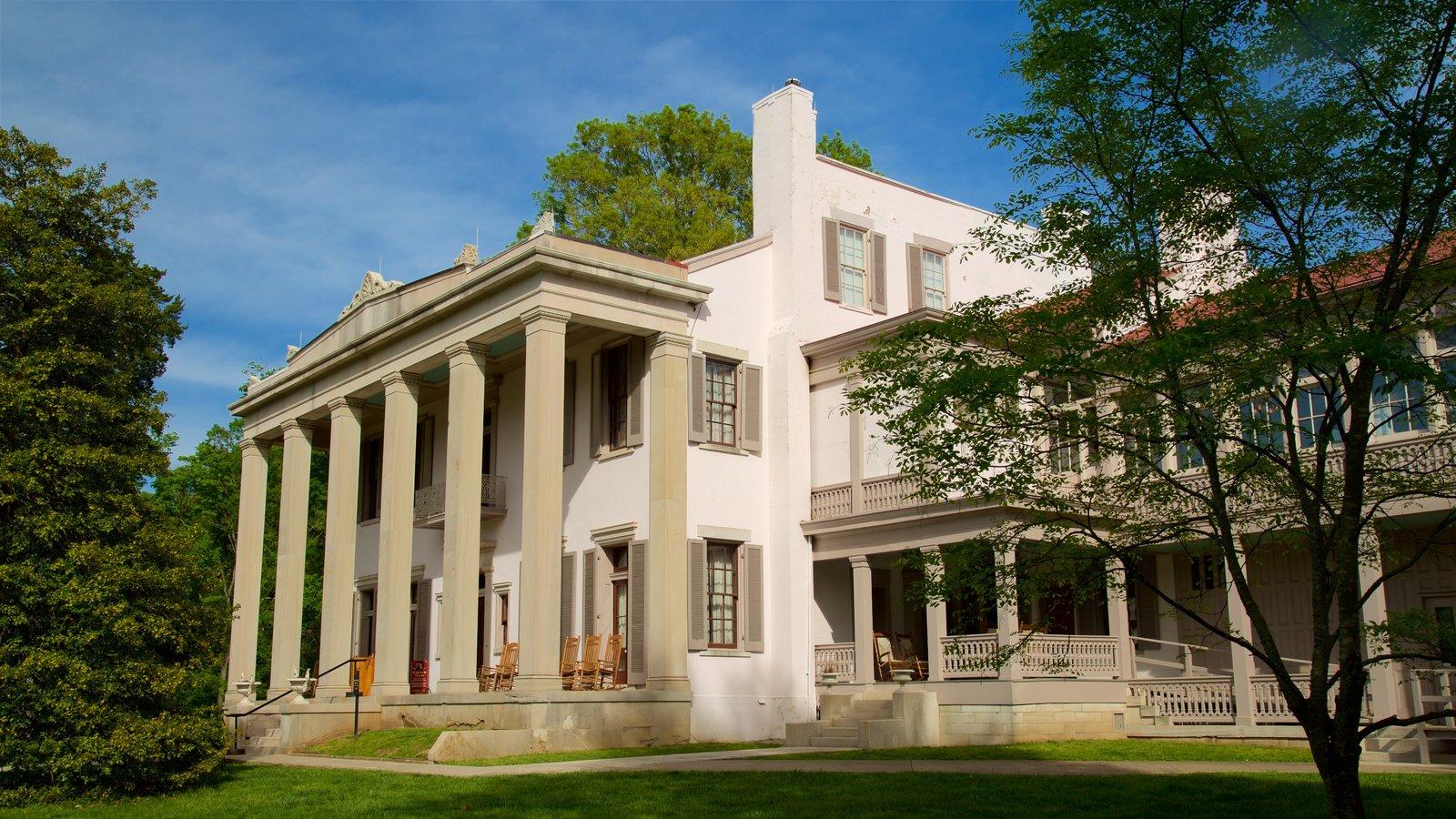 Belle Meade Plantation que incluye elementos del patrimonio y una casa