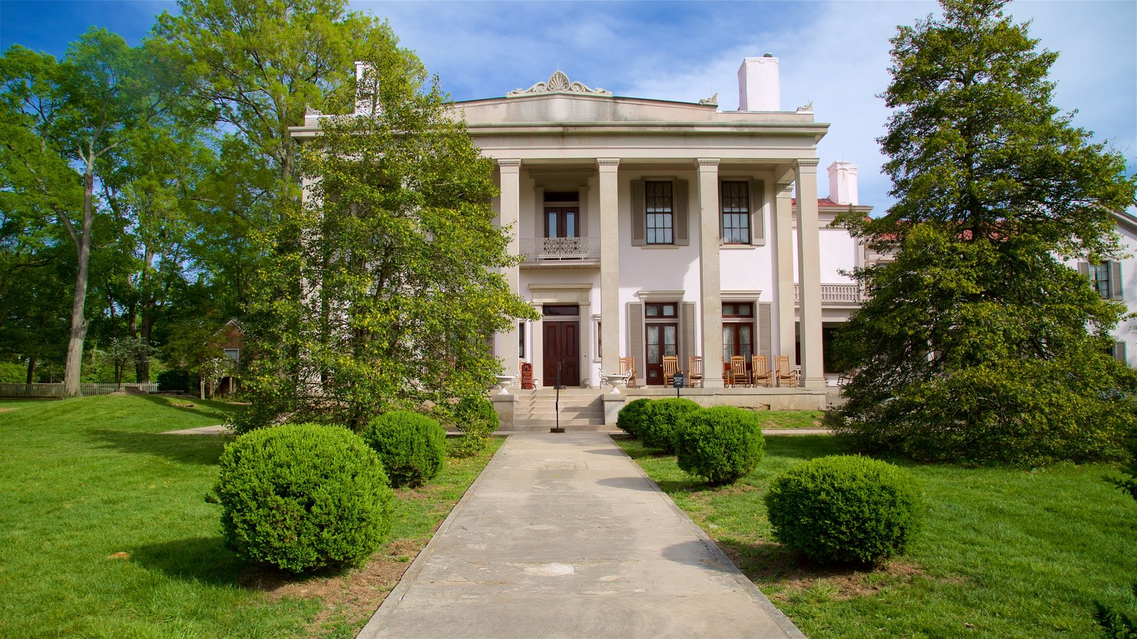 Belle Meade Plantation ofreciendo elementos del patrimonio y una casa