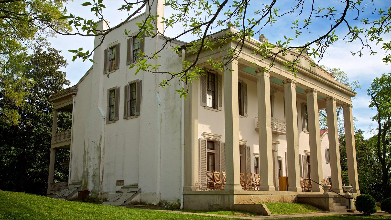 Belle Meade Plantation mostrando elementos del patrimonio y una casa