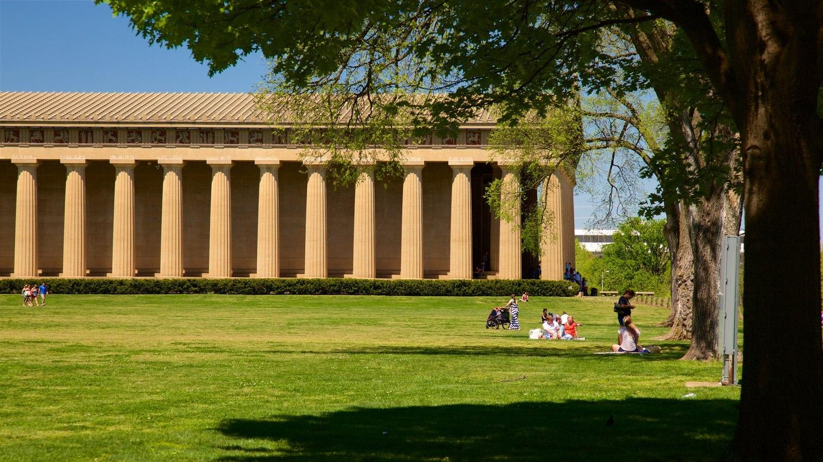 Parthenon mostrando un jardín y patrimonio de arquitectura