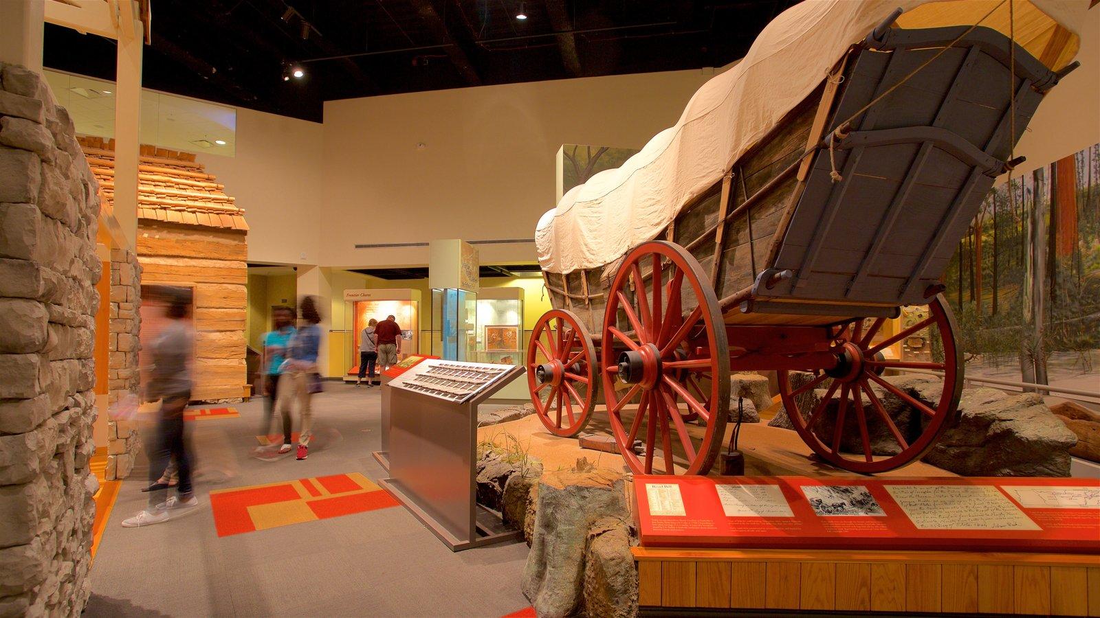 Tennessee State Museum que incluye vistas interiores