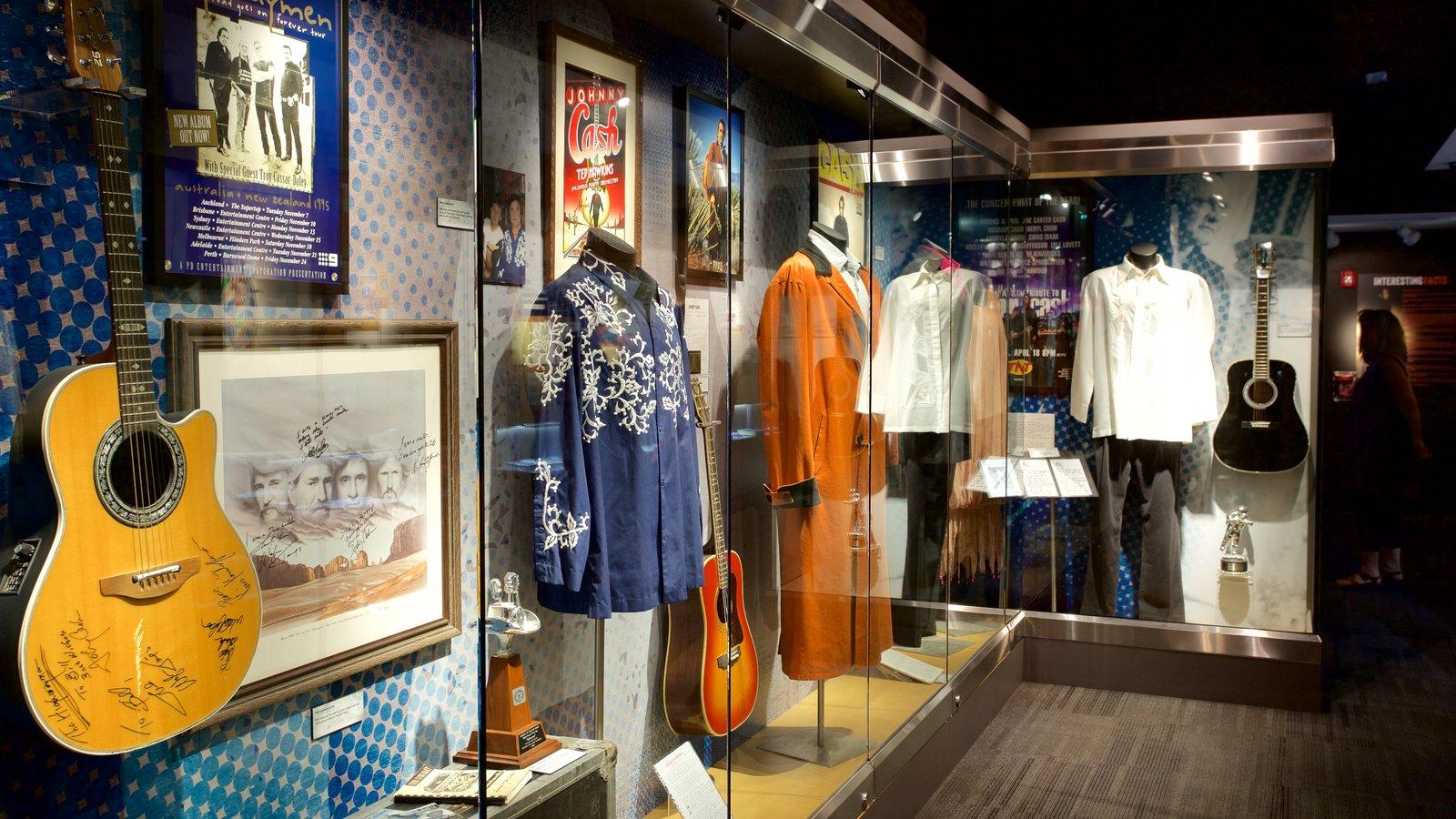 Museo Johnny Cash que incluye vistas interiores y música