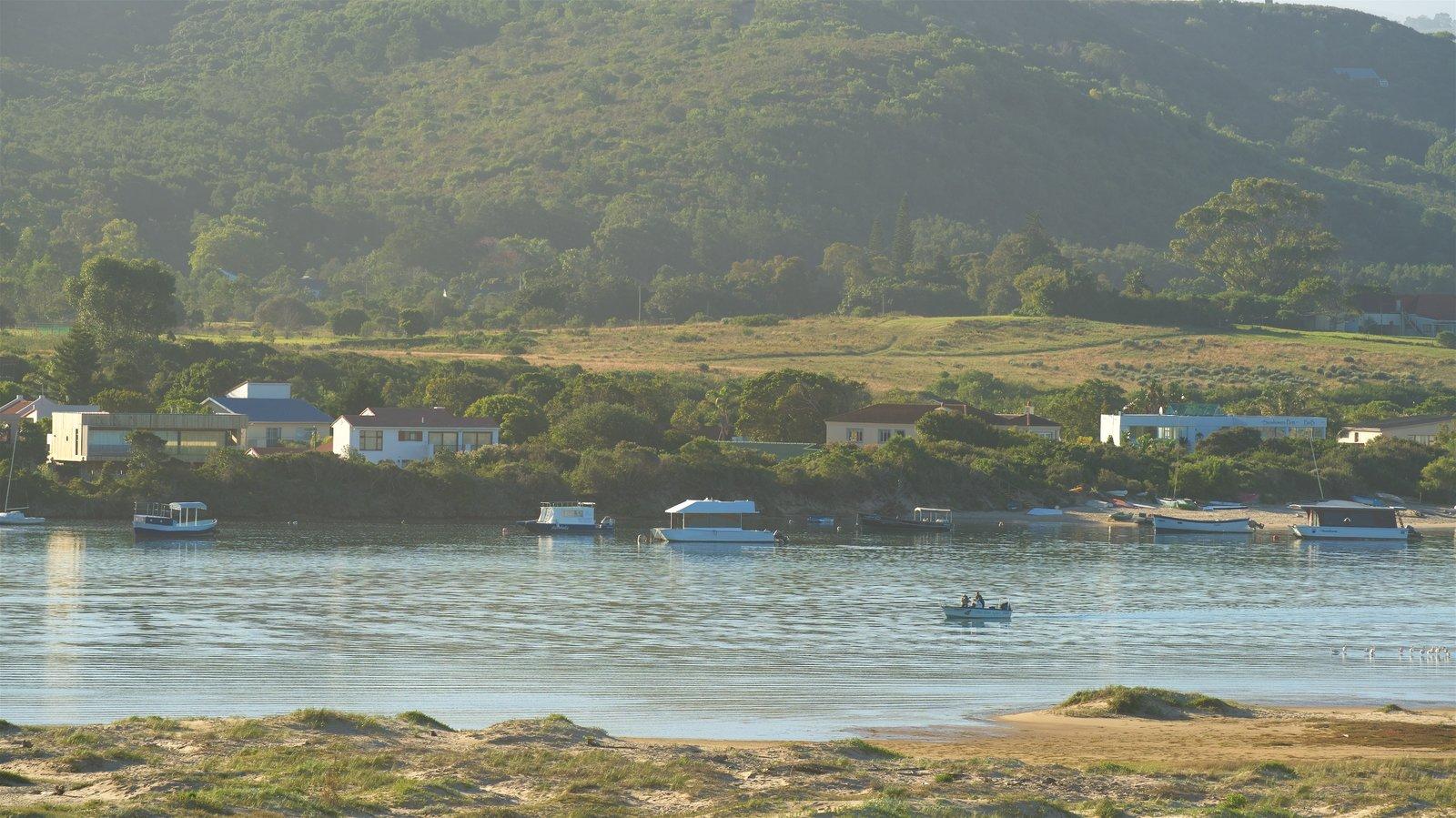 Plettenberg Bay ofreciendo un lago o abrevadero y escenas tranquilas