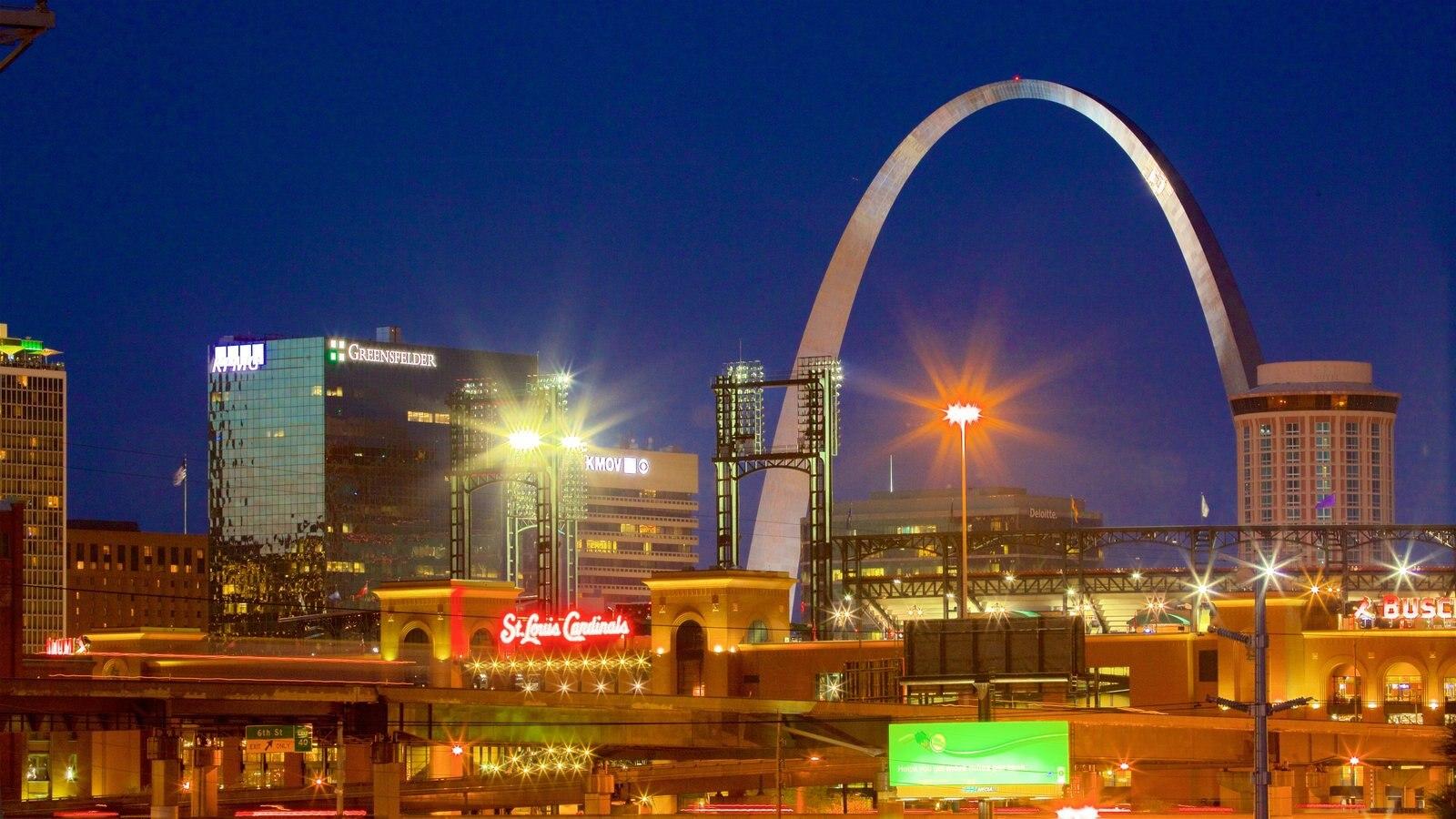 St. Louis caracterizando arquitetura moderna, cenas noturnas e uma cidade