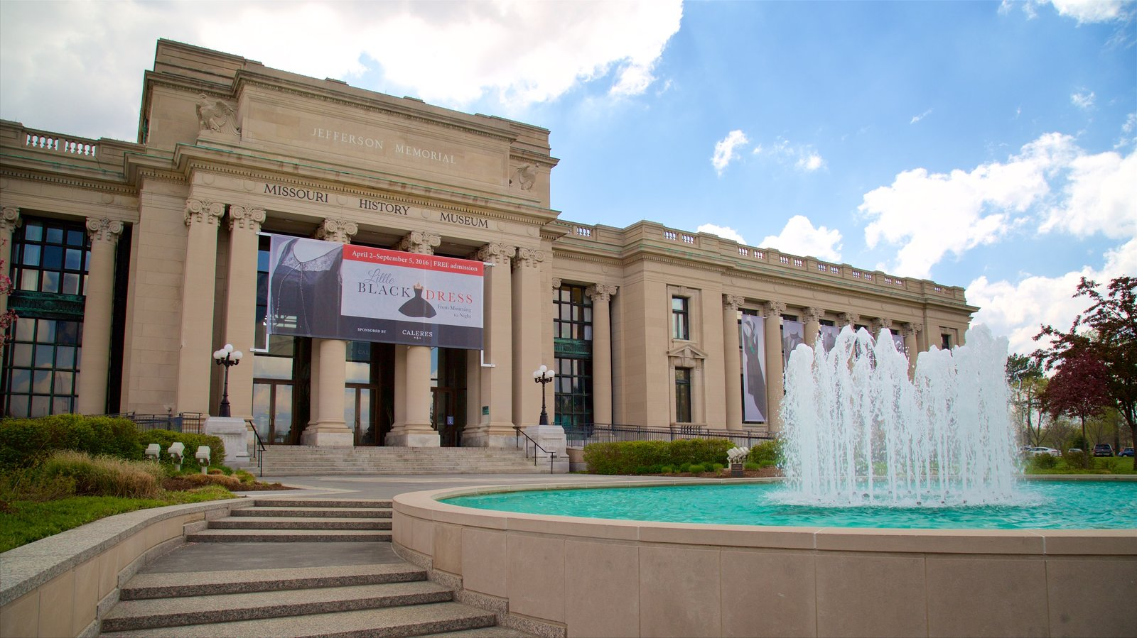 Missouri History Museum showing signage, heritage architecture and a fountain