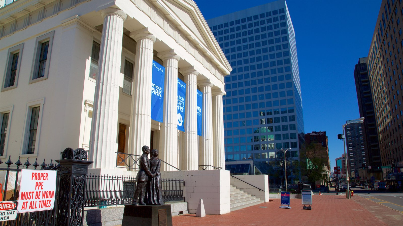 Old Courthouse featuring an administrative buidling, a statue or sculpture and heritage architecture