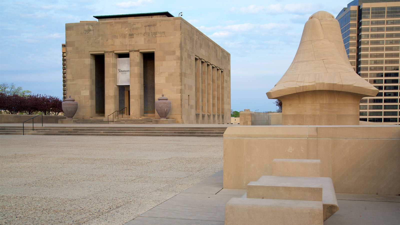 Liberty Memorial que inclui arquitetura moderna