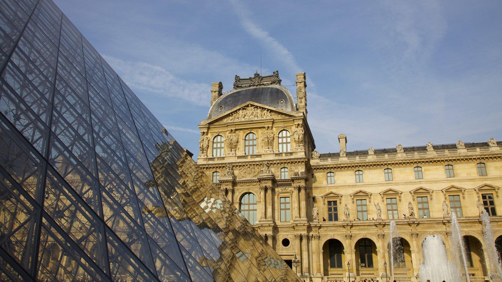 Iha-de-França que inclui um castelo, uma cidade e uma praça ou plaza