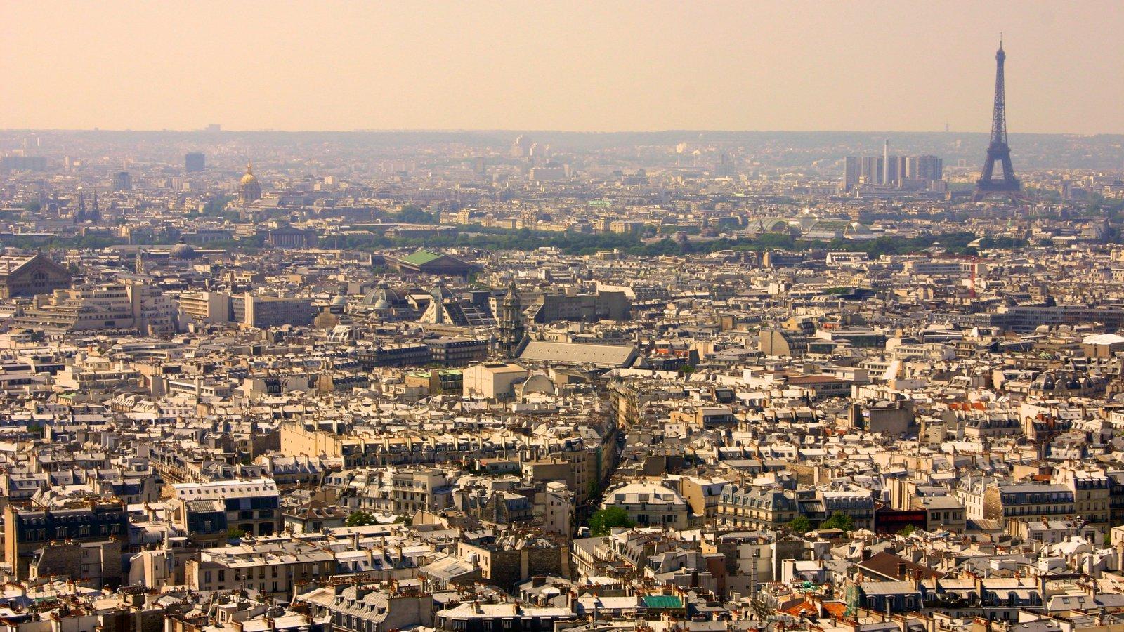 Montmartre que inclui uma cidade, um monumento e um arranha-céu