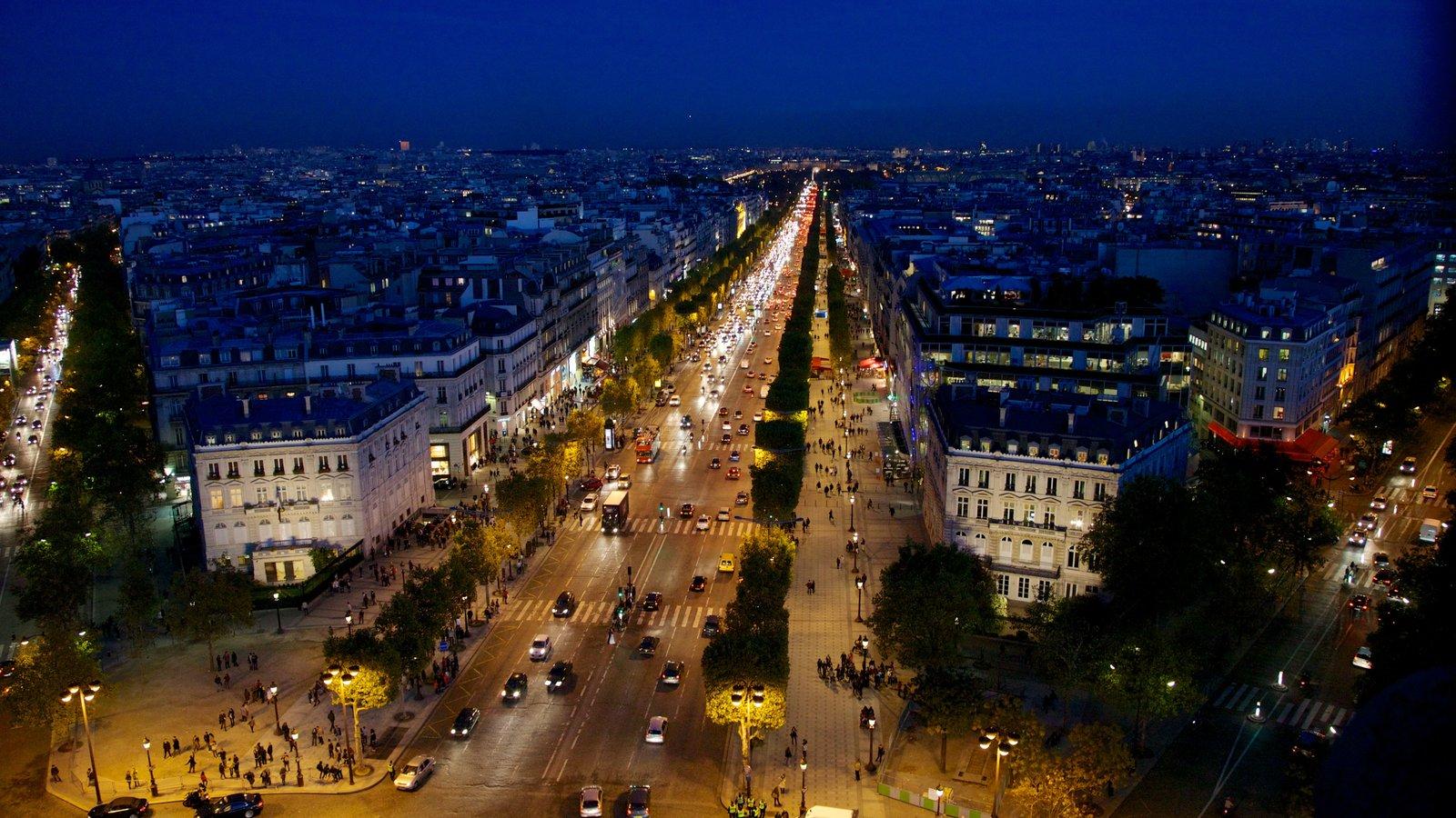 Champs Élysées que inclui uma cidade, cenas de rua e cenas noturnas