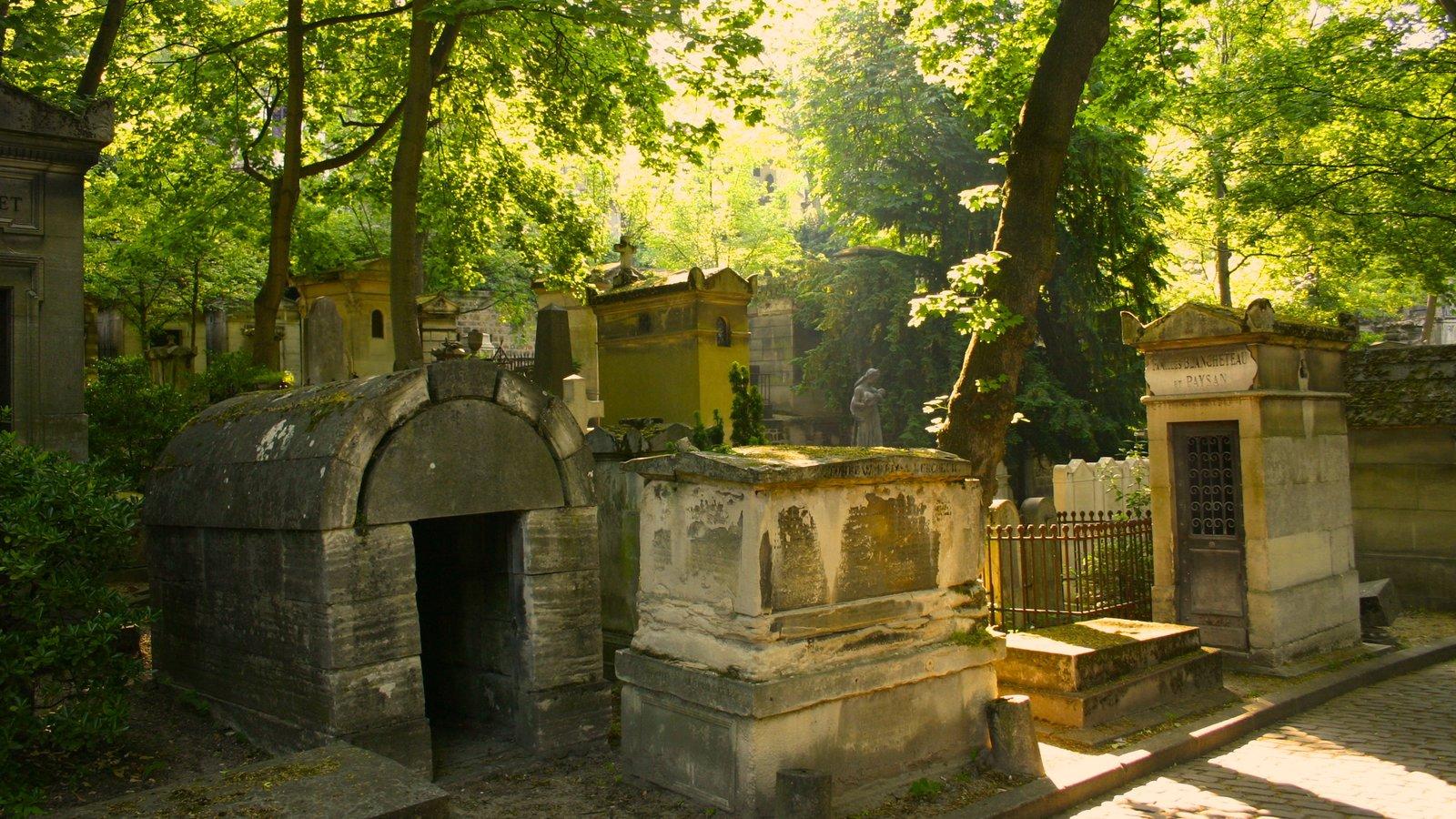 Paris caracterizando um memorial e um cemitério