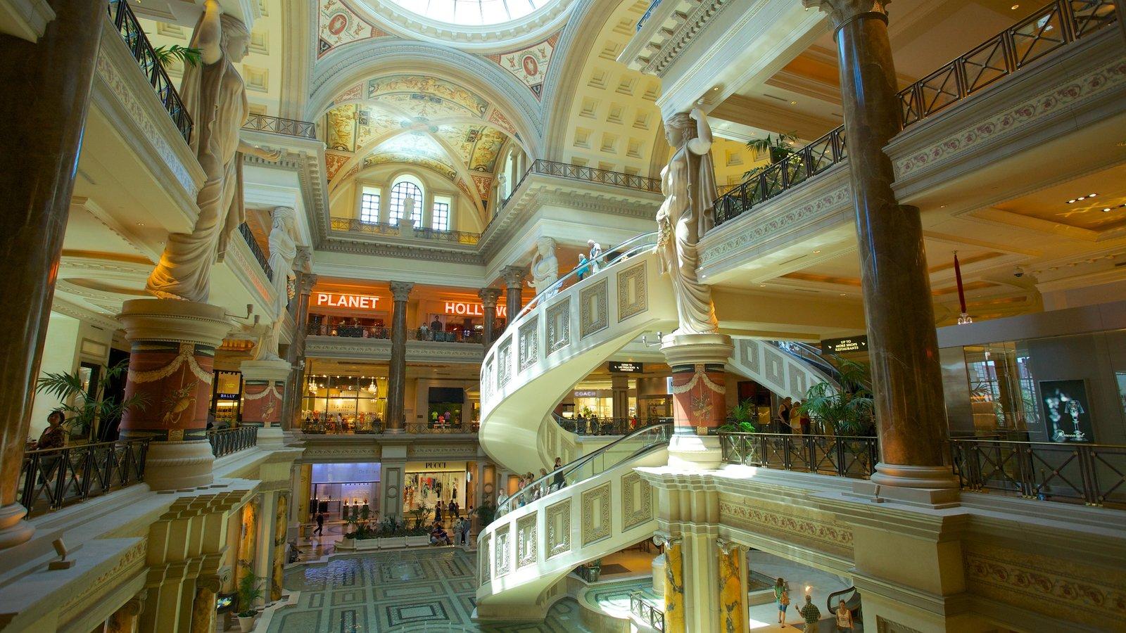 Forum Shops que inclui vistas internas e compras