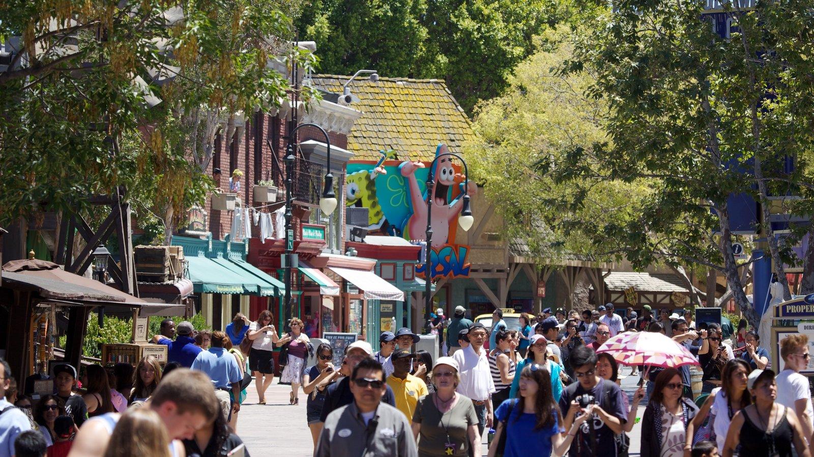 Universal Studios Hollywood® assim como um grande grupo de pessoas