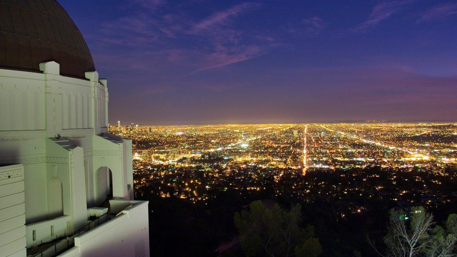 Griffith Observatory que inclui linha do horizonte, um observatório e paisagens
