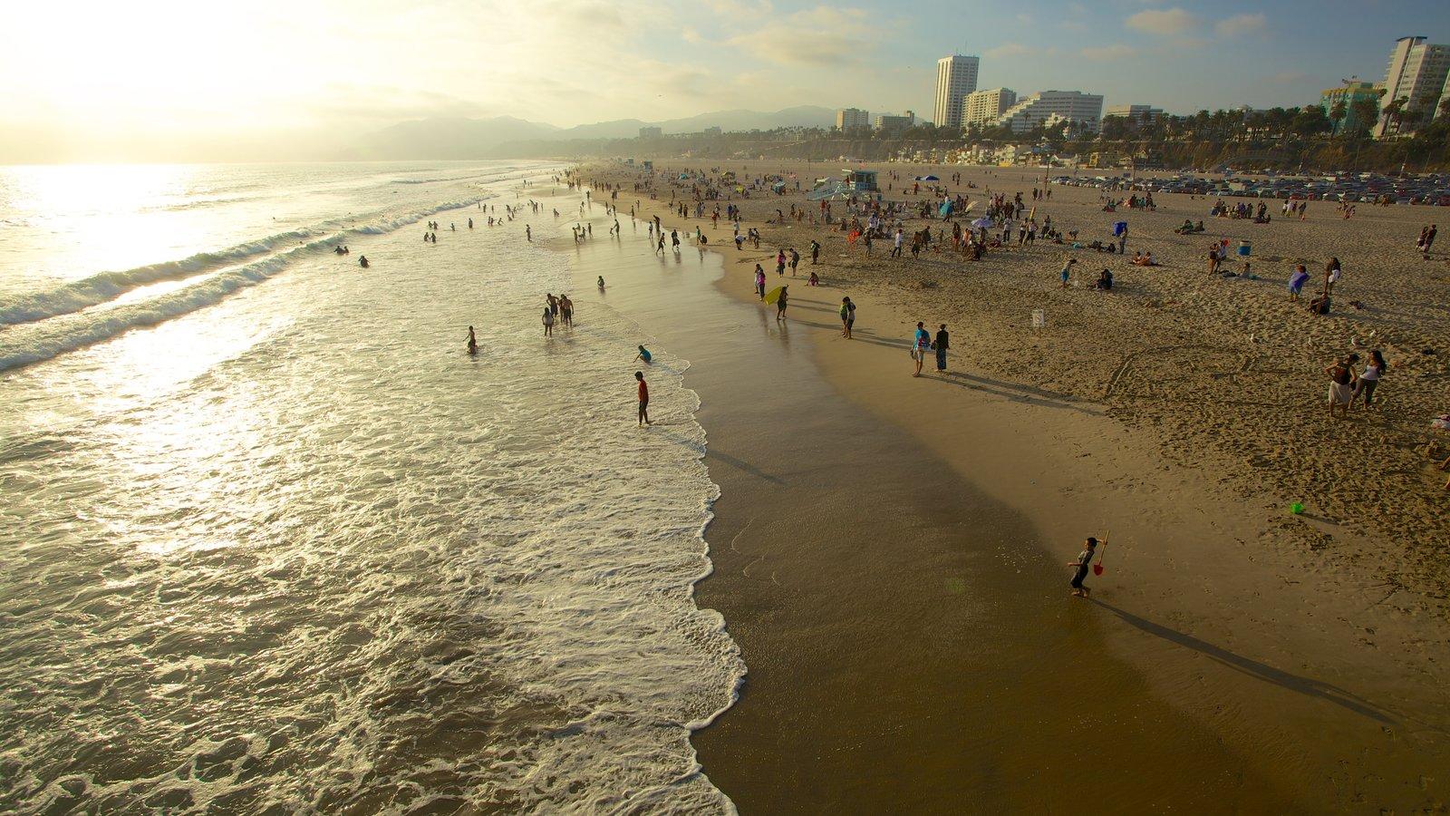 Píer de Santa Mônica mostrando um pôr do sol, paisagem e uma praia