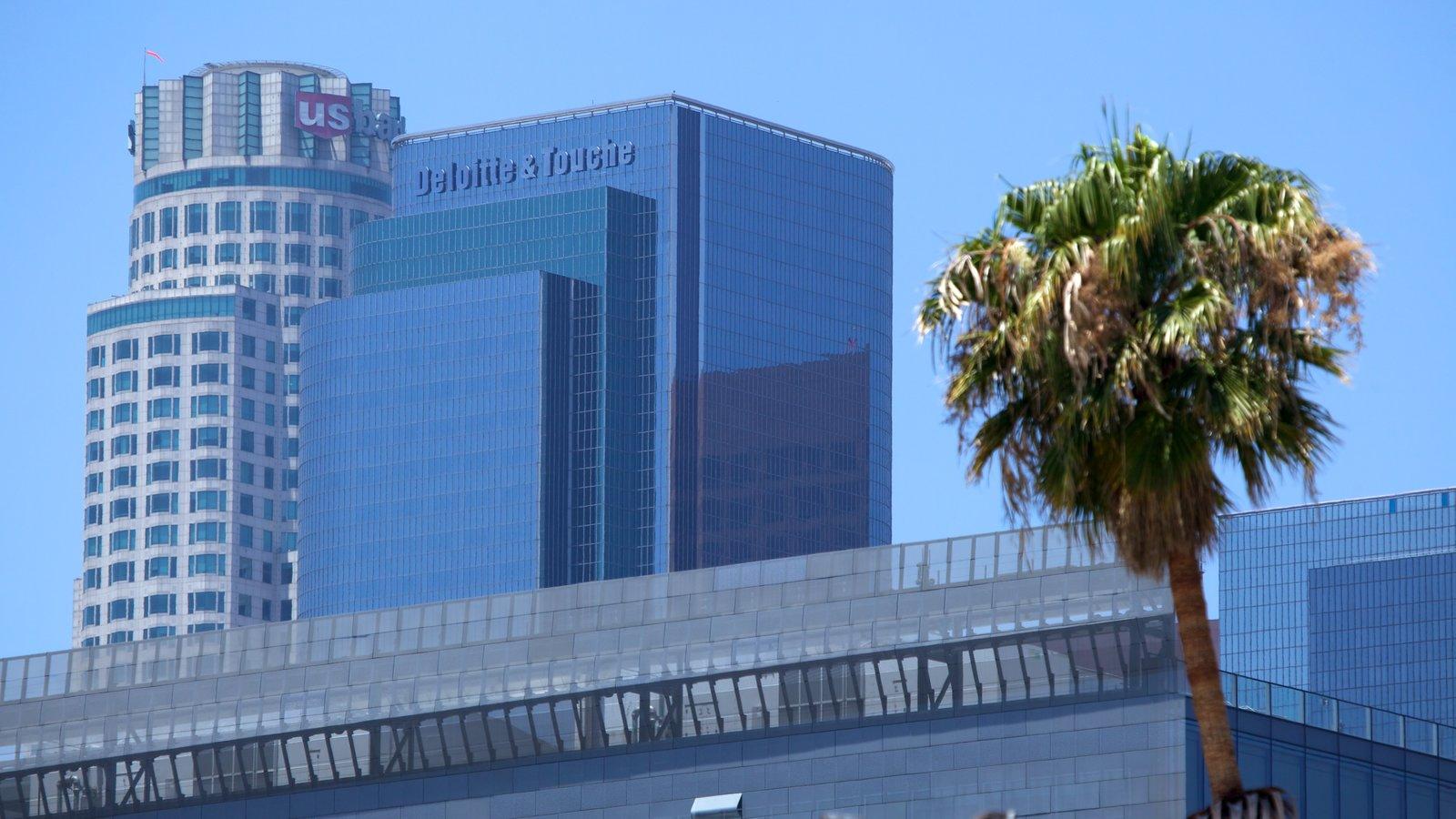 Centro de Los Ángeles ofreciendo vistas a la ciudad, horizonte y un rascacielos