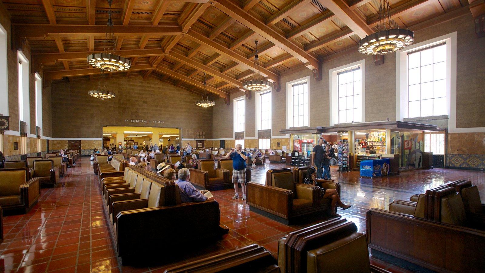 Centro de Los Ángeles mostrando vistas interiores y patrimonio de arquitectura