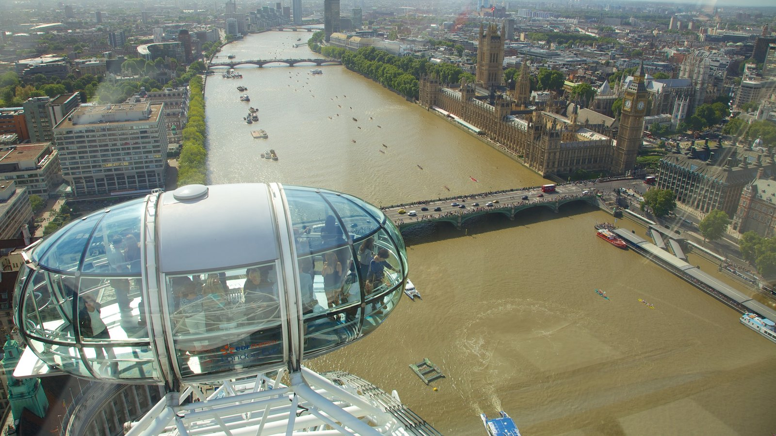 London Eye ofreciendo una góndola, una ciudad y vistas