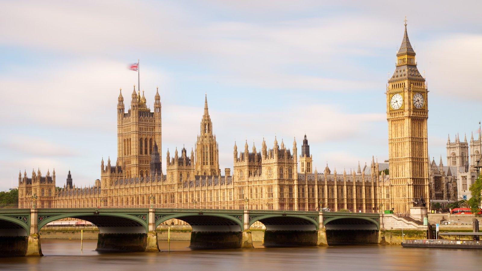 Big Ben que inclui um monumento, uma cidade e arquitetura de patrimônio