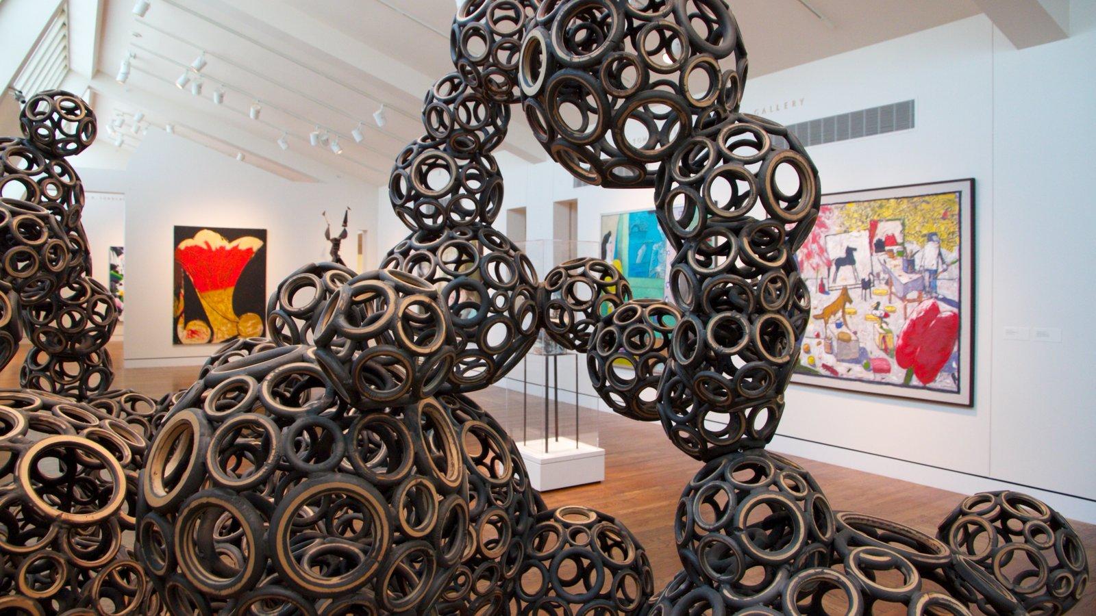 Portland Art Museum que incluye vistas interiores y arte