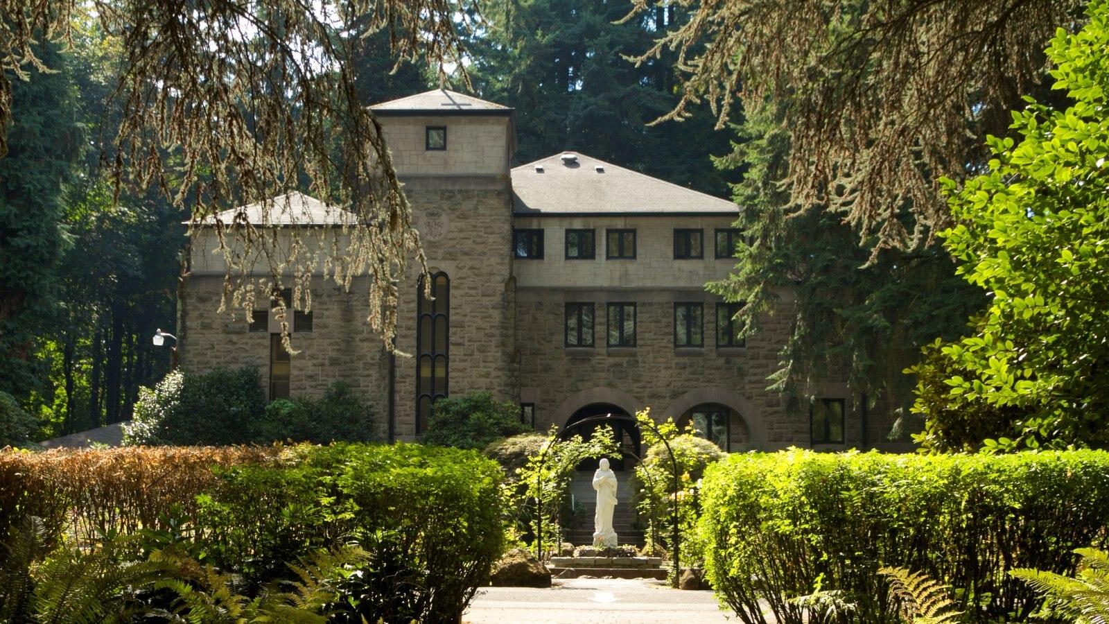 Grotto que incluye una casa, un parque y patrimonio de arquitectura