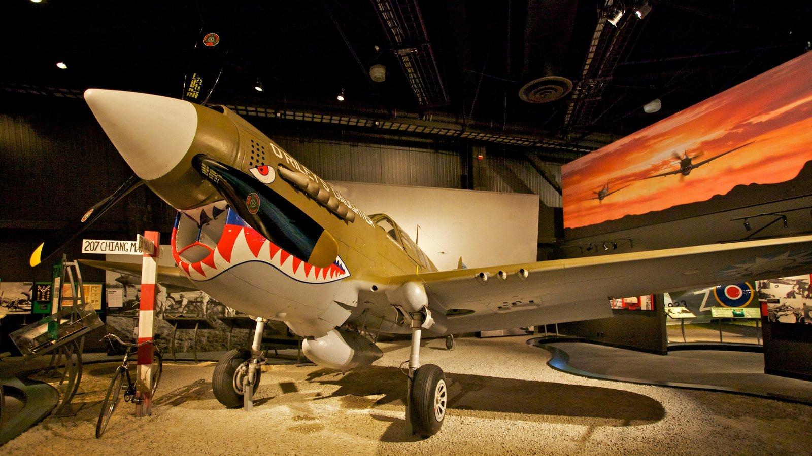 Museu do Ar caracterizando vistas internas e aeronave
