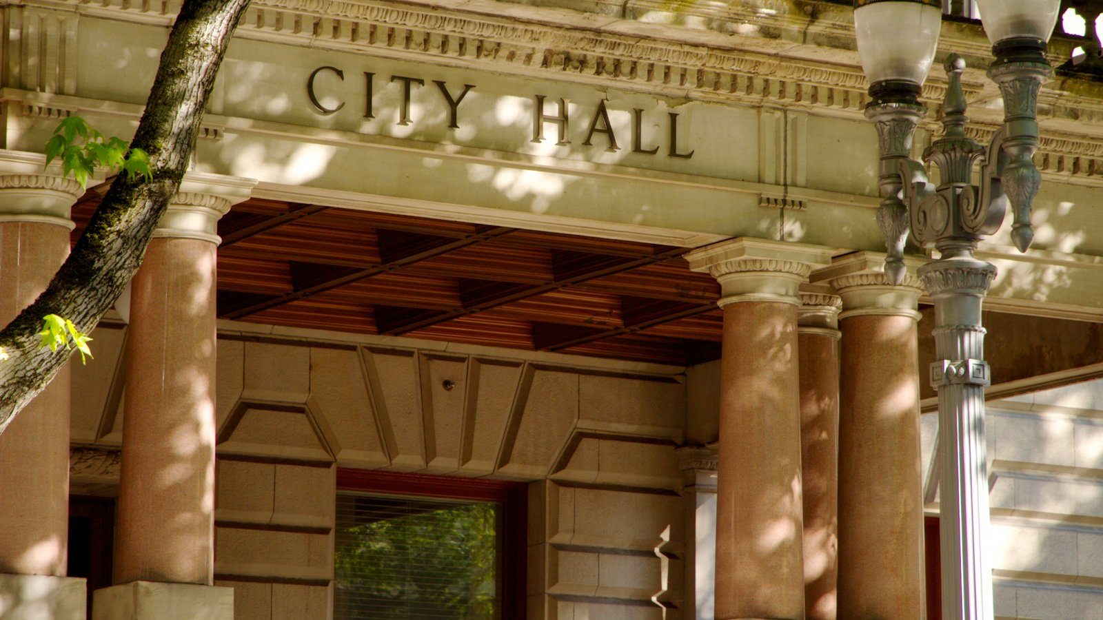 Portland City Hall que incluye patrimonio de arquitectura y señalización