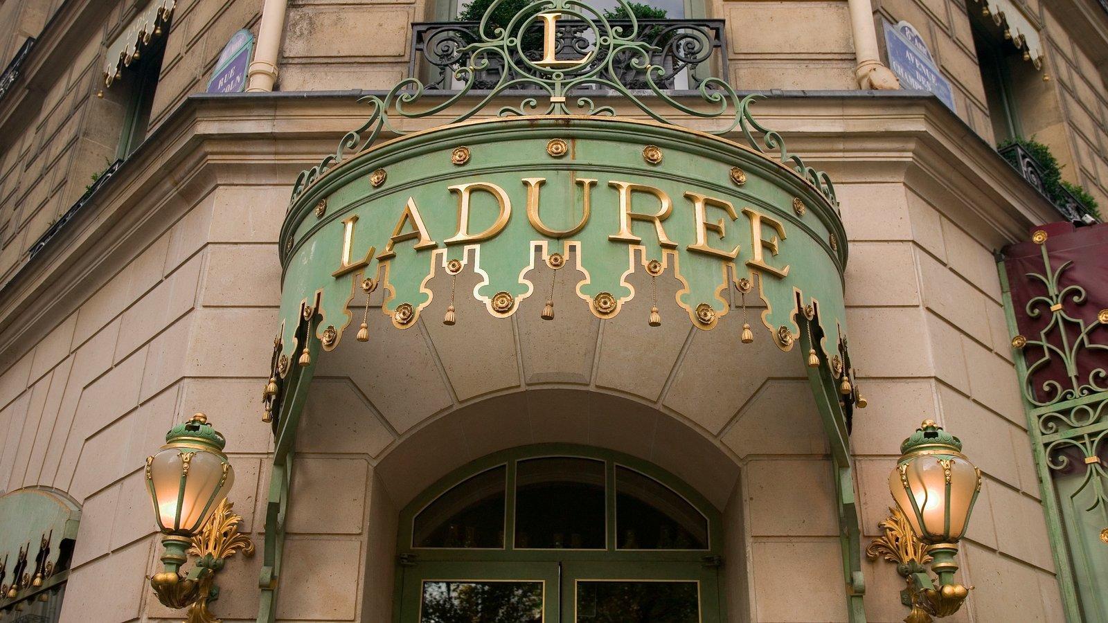 Champs Élysées caracterizando um hotel, uma cidade e sinalização