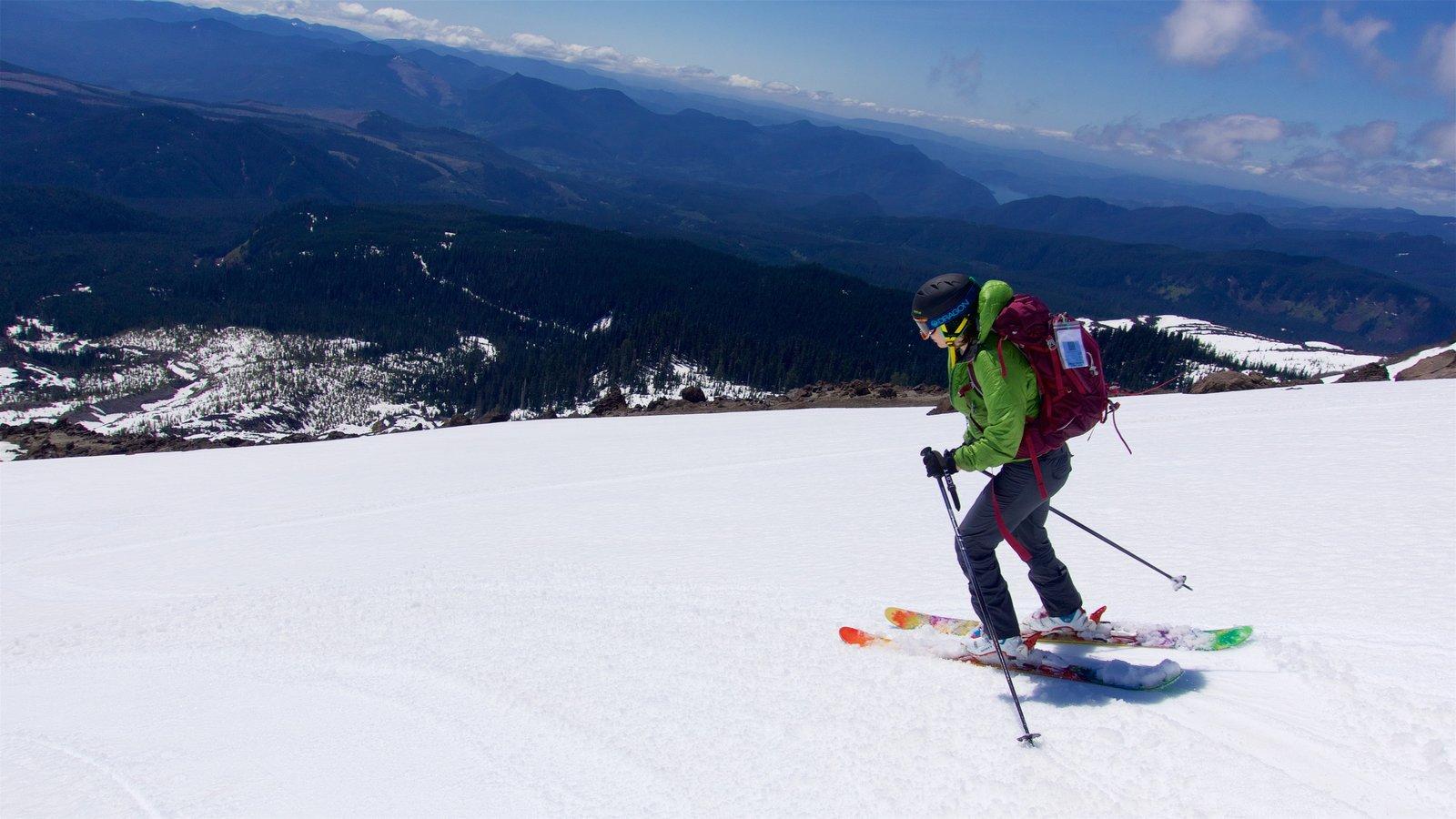 Mount St. Helens caracterizando cenas tranquilas, neve e esqui na neve
