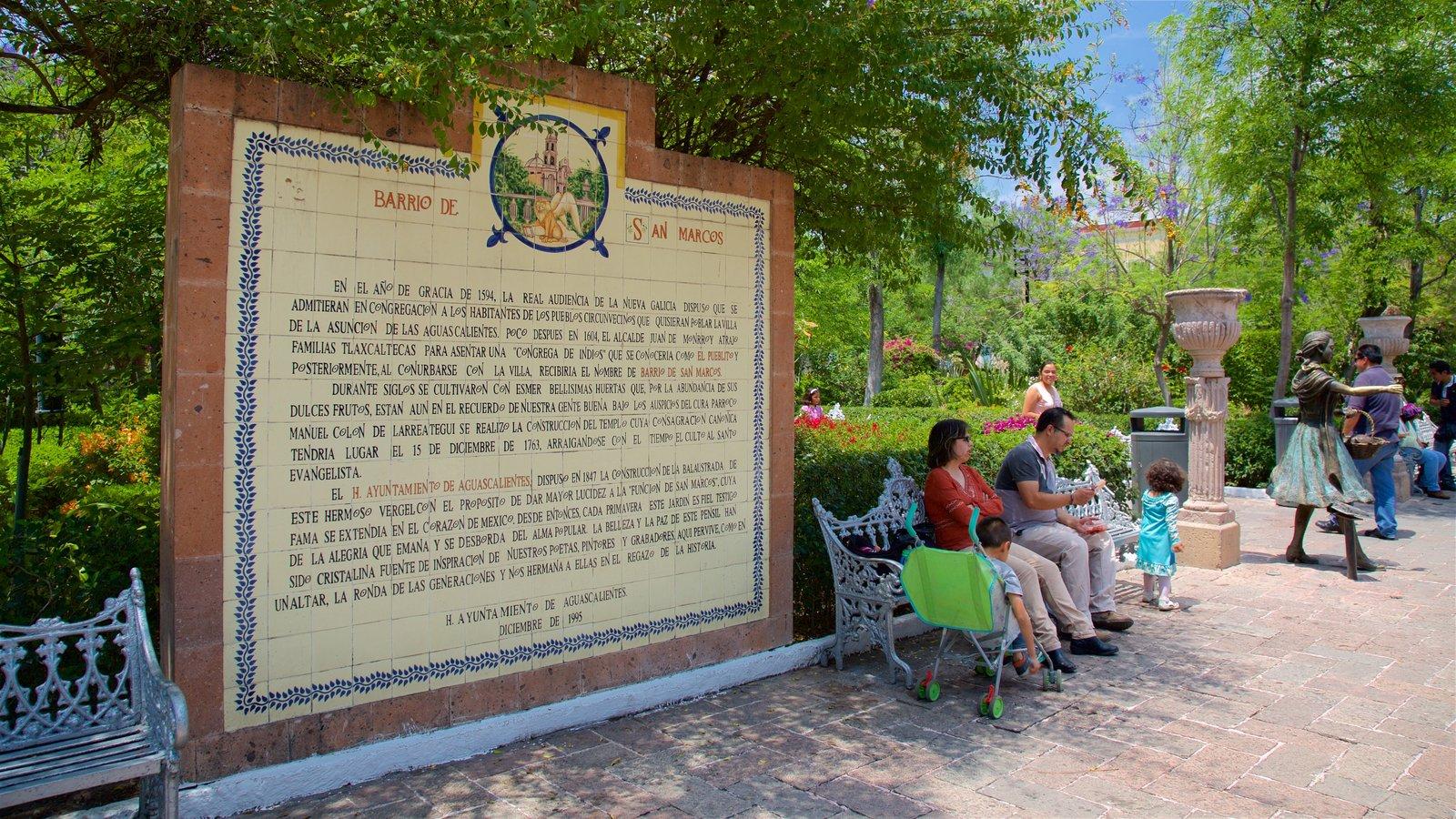 People Pictures: View Images of Jardin de San Marcos
