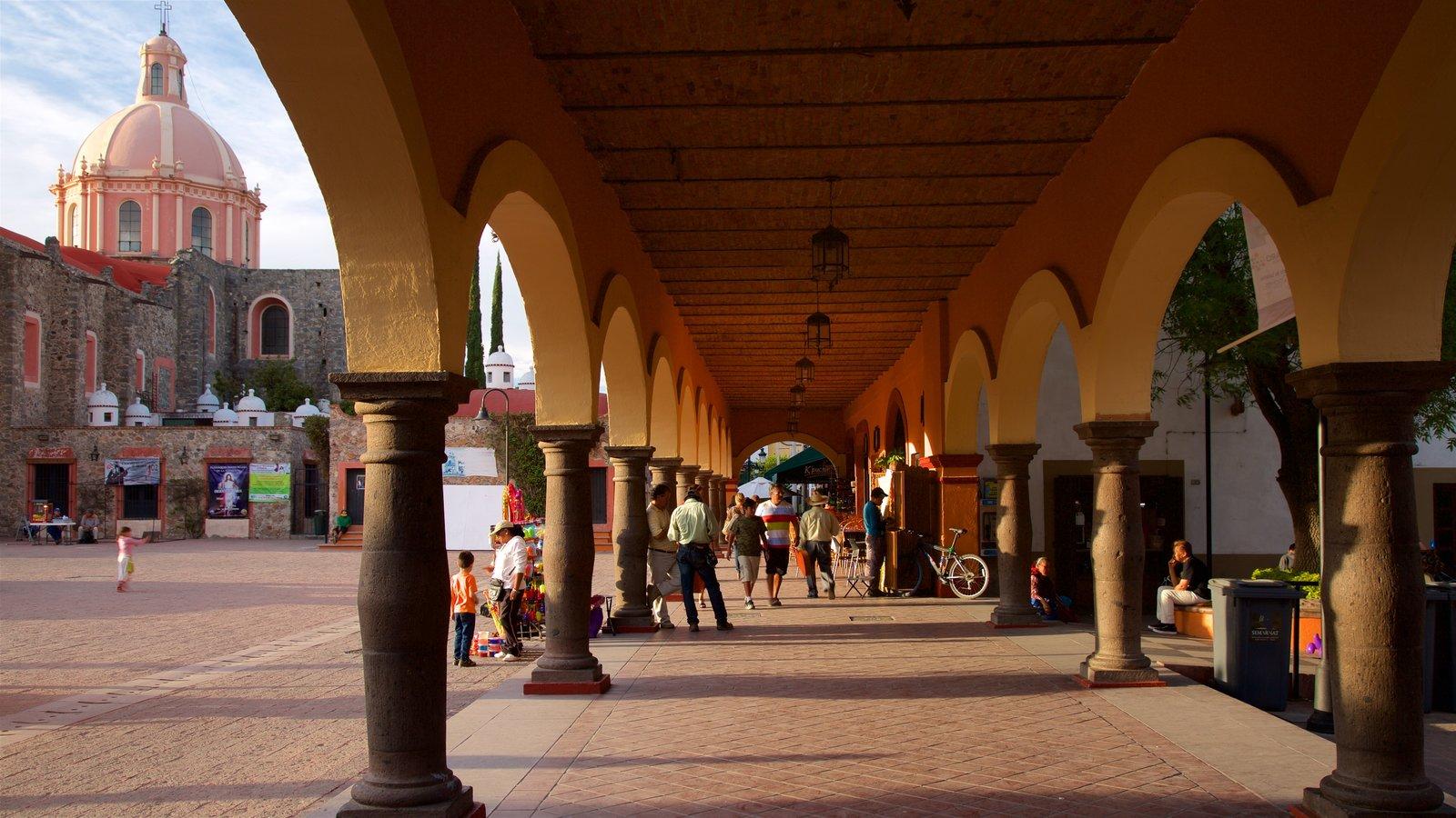 Tequisquiapan que inclui um pôr do sol, uma praça ou plaza e arquitetura de patrimônio