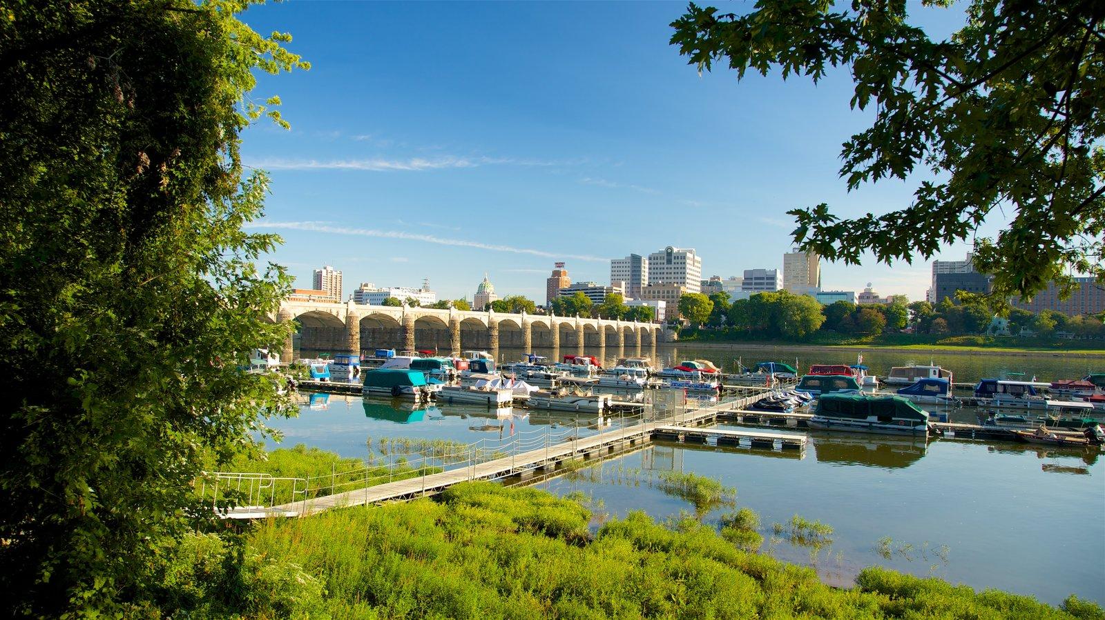 Região central de Pensilvânia mostrando uma baía ou porto, uma ponte e um rio ou córrego