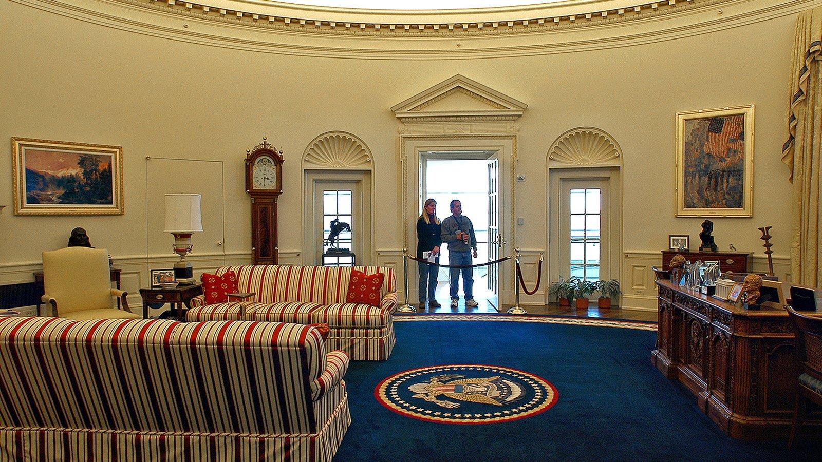 William J. Clinton Presidential Library mostrando um edifício administrativo, arquitetura de patrimônio e vistas internas