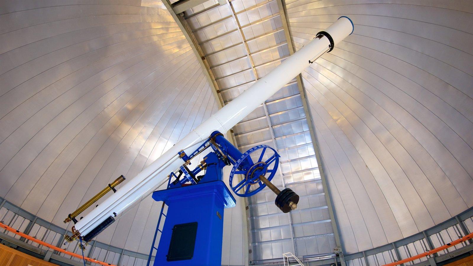 Chabot Space and Science Center mostrando vistas internas e um observatório