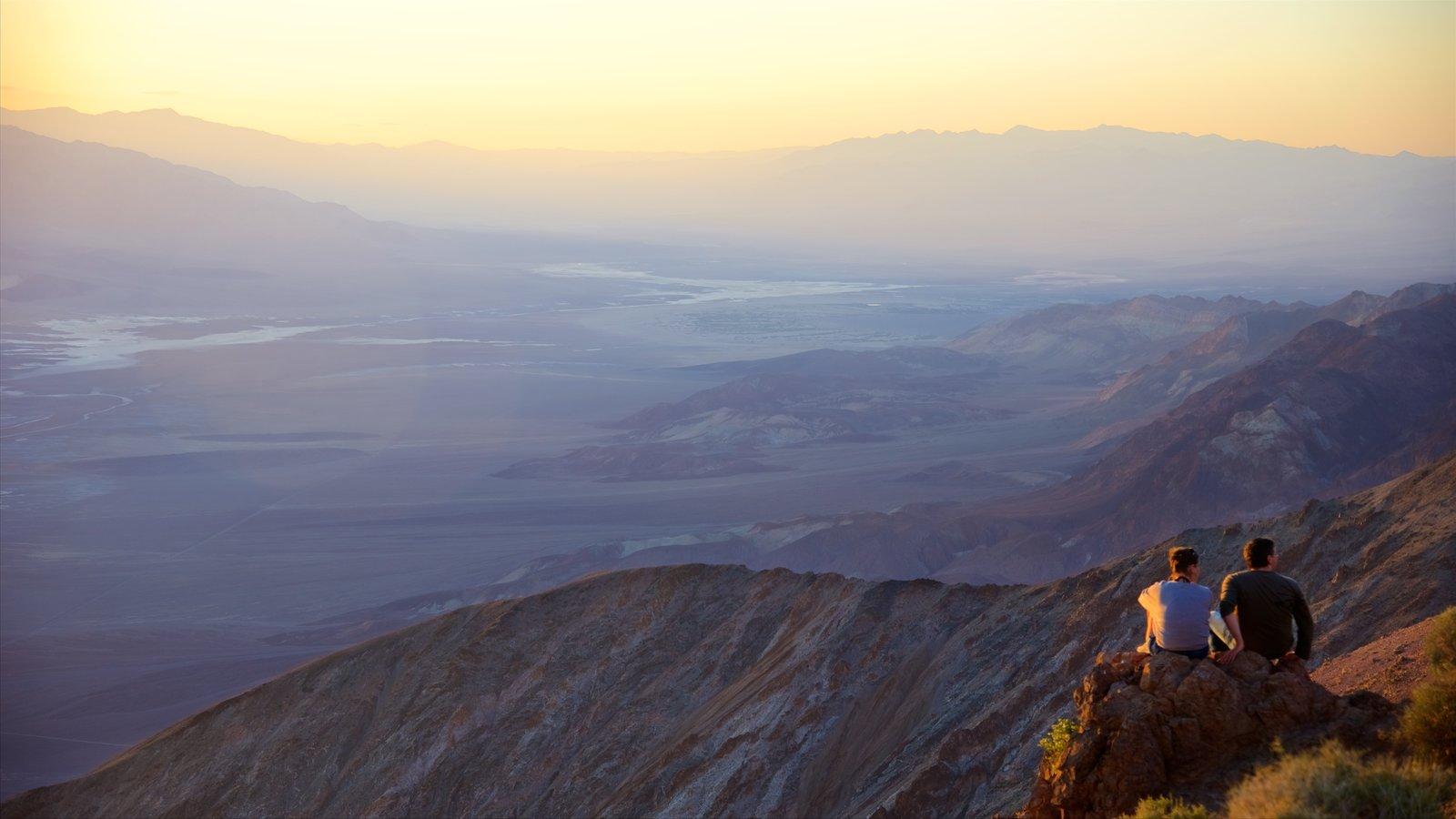 Dante\'s View mostrando paisagem, um pôr do sol e cenas tranquilas