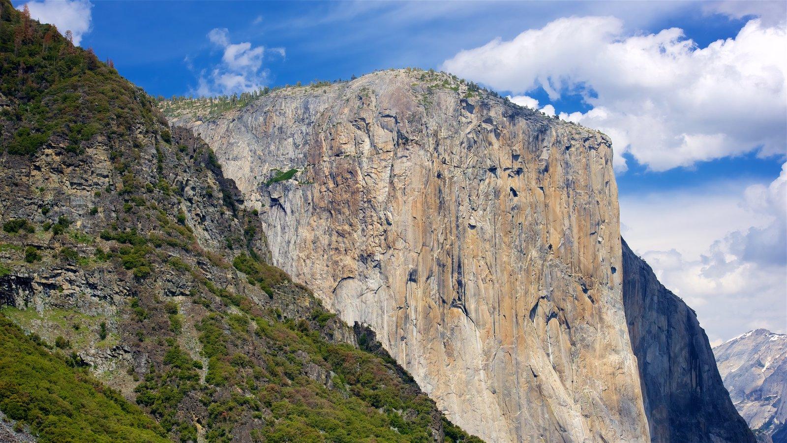 Tunnel View que inclui montanhas