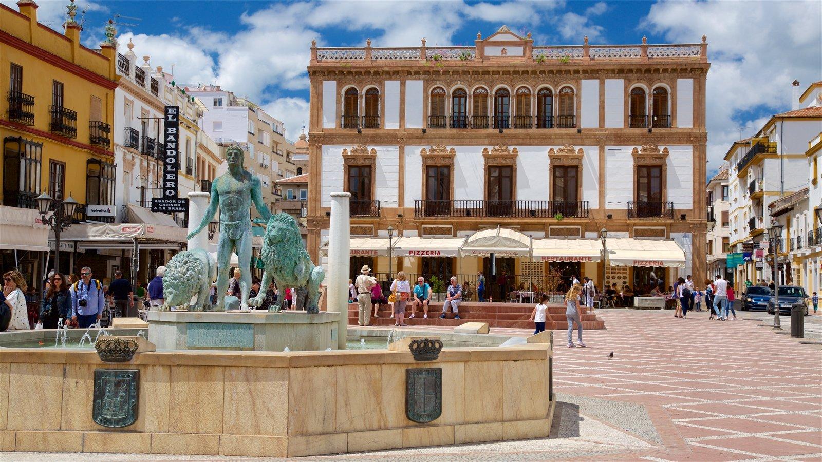 Ronda que inclui uma estátua ou escultura, uma praça ou plaza e uma fonte