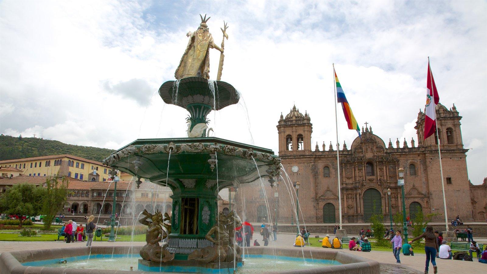 Plaza de Armas caracterizando elementos de patrimônio, arquitetura de patrimônio e uma fonte