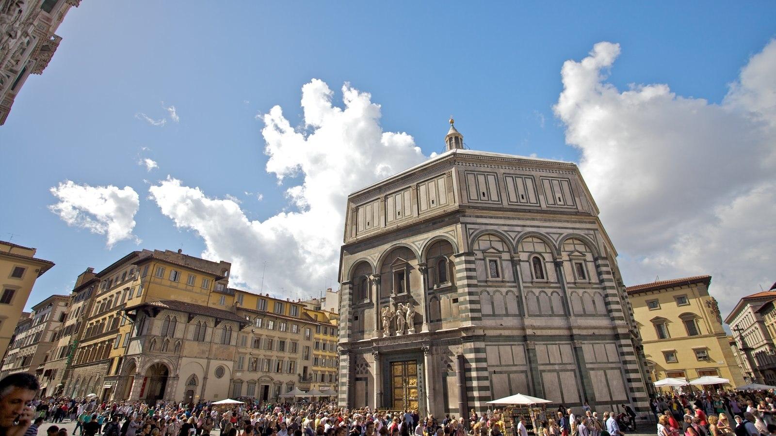 Catedral de Santa Maria del Fiore caracterizando uma praça ou plaza, uma igreja ou catedral e arquitetura de patrimônio