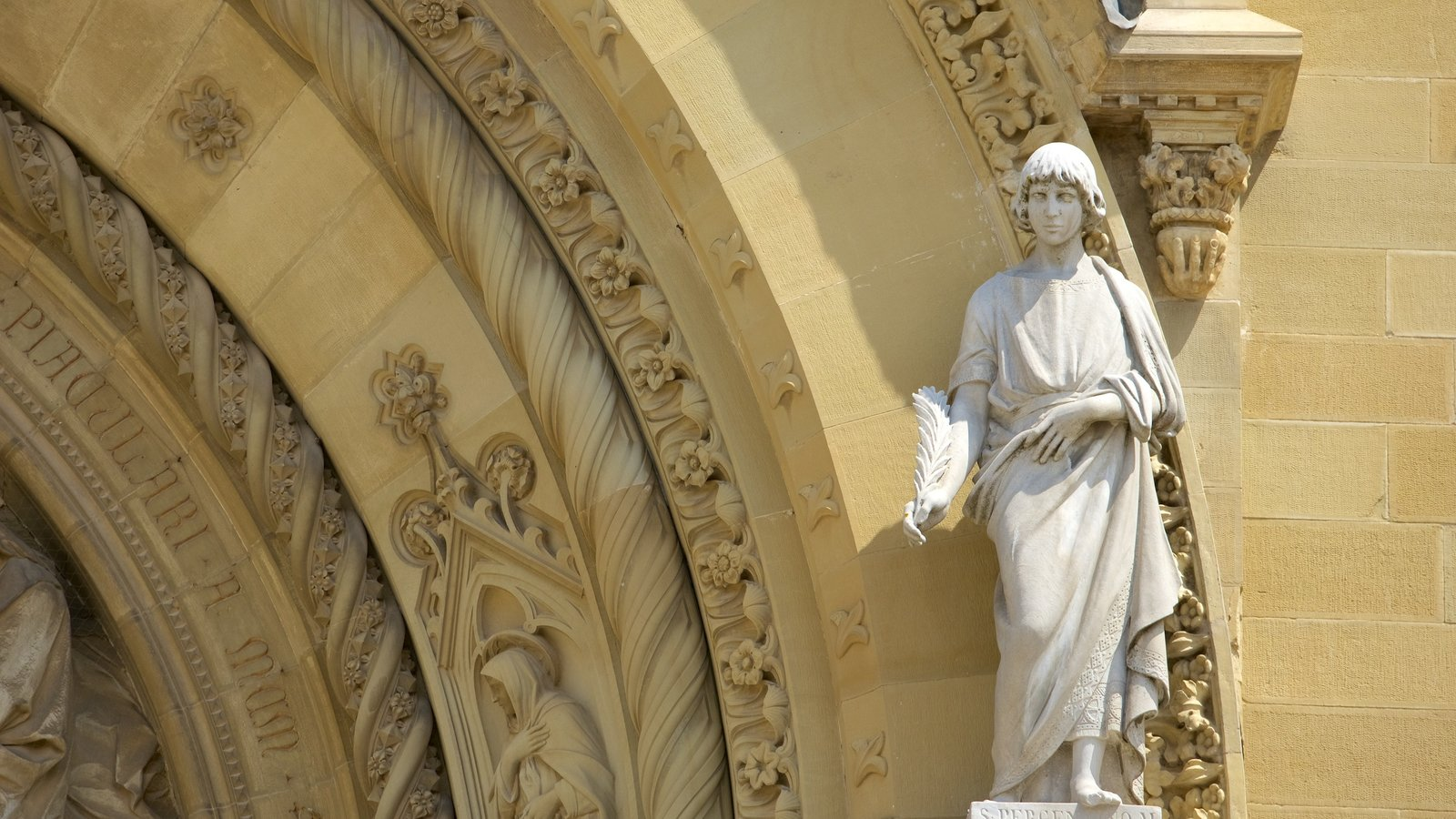 Cathedral of Arezzo featuring a statue or sculpture, a church or cathedral and religious elements