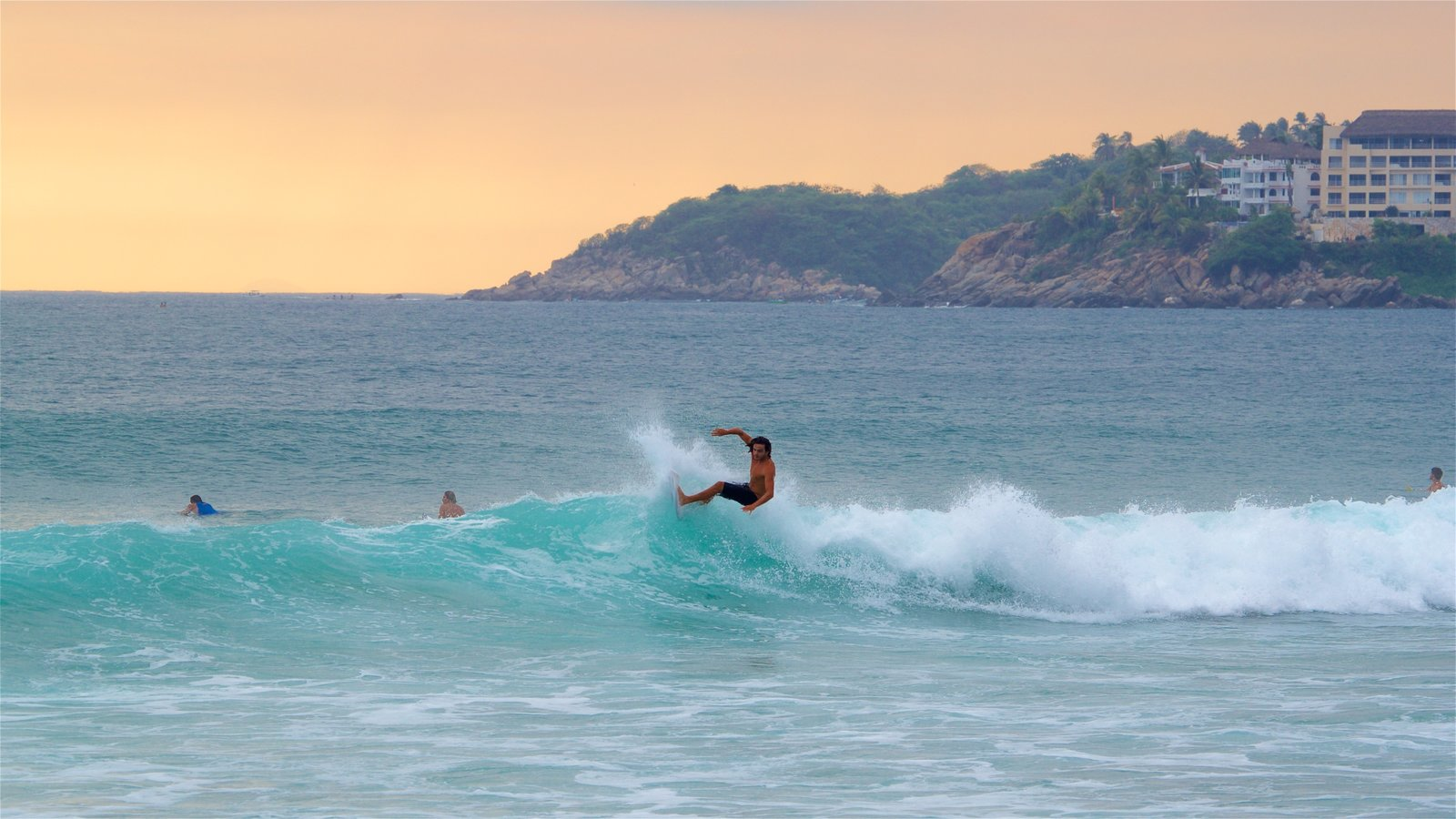 Puerto Escondido featuring surf, general coastal views and surfing